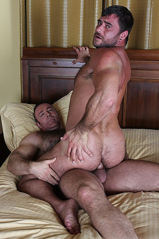 Featured gay movie: Daddy mike bareback fucks@