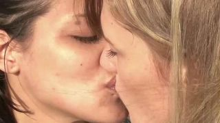 porno-lesbi-ochko-lizat