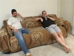 Sizzling mom Phyllisha Anne fucking desperately on the couch  424955