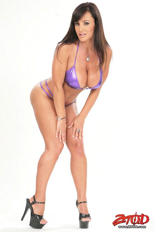Hot brunette Penelope Tiger enjoys in masturbation
