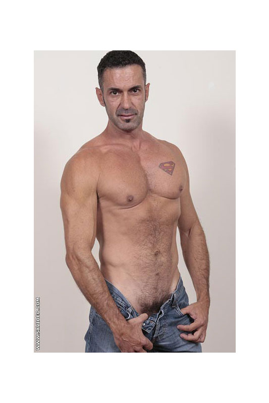 Video Porno Gay Tatuaggio Supermen