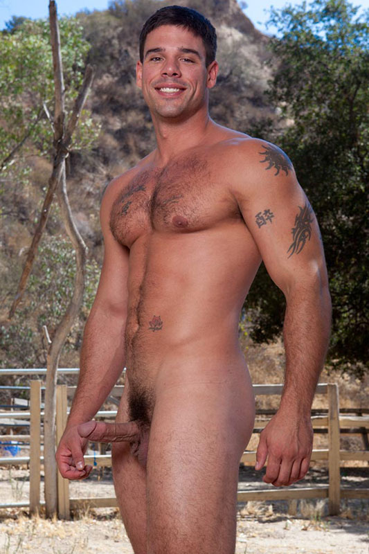 bever-shots-for-derek-in-nude-sex-harly-quin