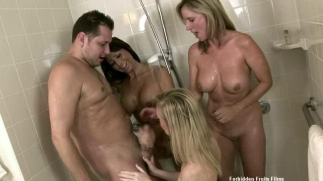 tara holiday jodi west and milf