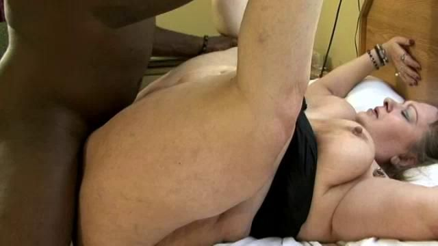 Shemale makes guy swallow