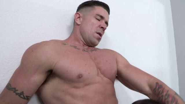 Bodybuilder gay cock