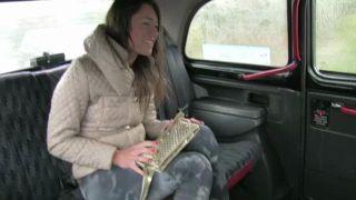 всех красоток студентка даша поймала такси девушку