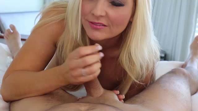 Milfs who love to suck cock