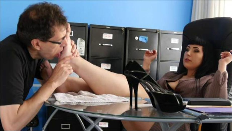 Mina Pavlovia Will Feed You Feet, starring Mina Pavlovia, produced by Rodnievision. Video Categories: Fetish and BBW.