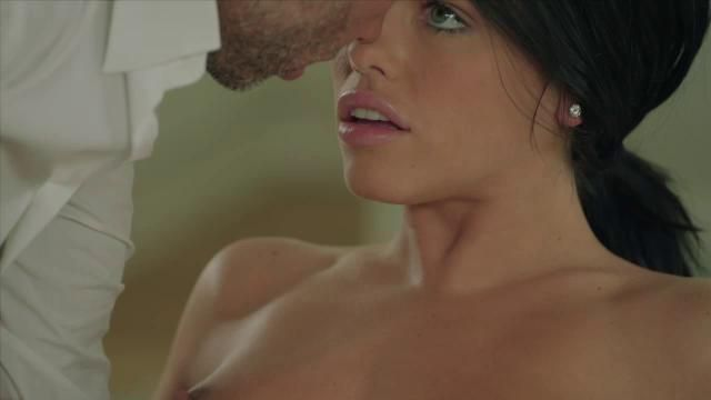 Cassidy Banks New Video