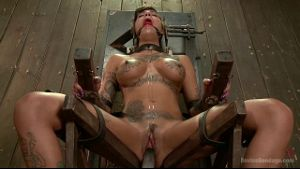Forcing Bonnie Rotten To Squirt.