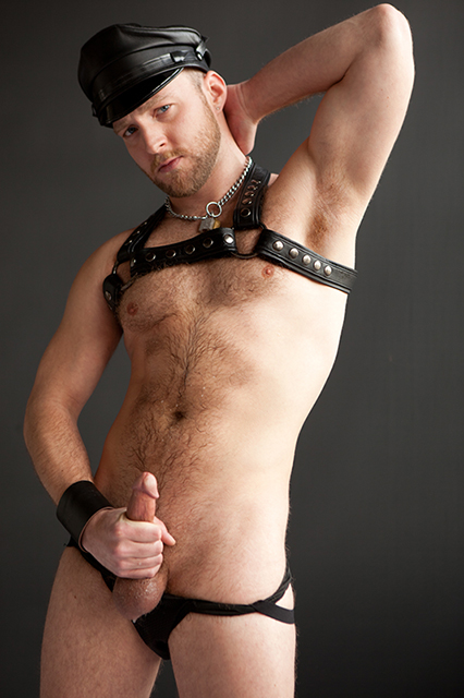 deviant otter, devin totter, porn, gay, otter, muscle, leather, harness, fetish